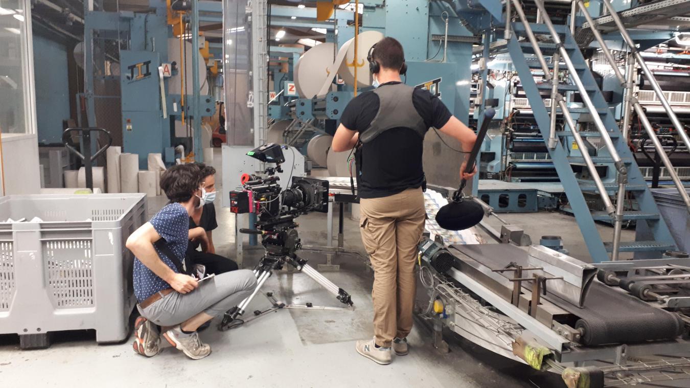Un cameraman, un preneur de son, un assistant réalisateur et un régisseur général étaient présents pour filmer les rotatives.