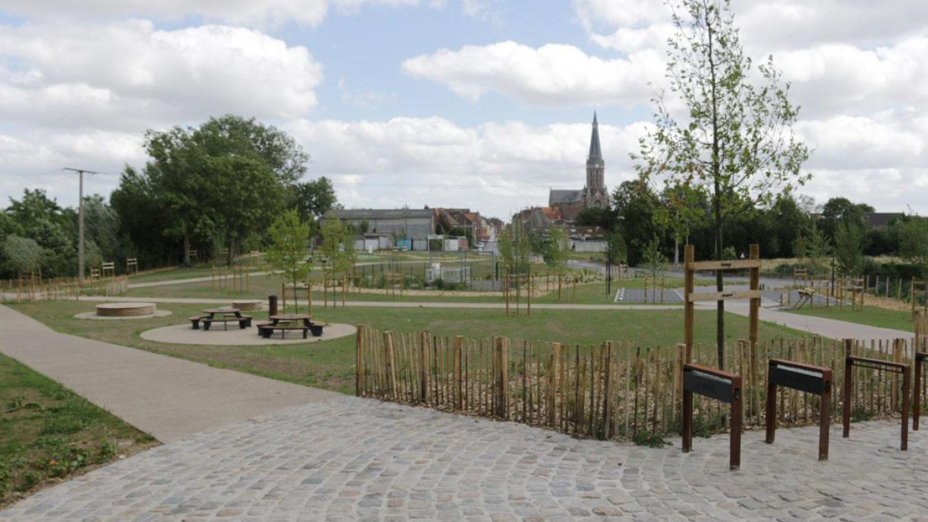 Le nouvel espace de détente et de loisirs est situé à deux pas de la Lys et du réseau points-noeuds.