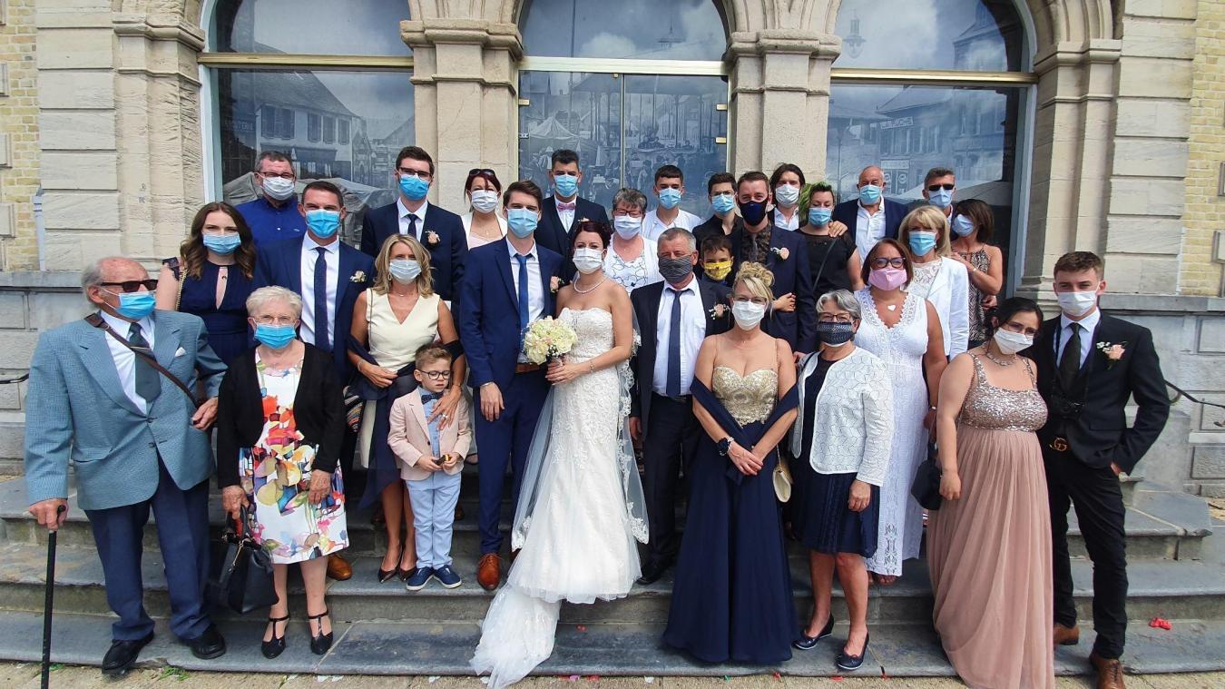 Christophe et Océane se sont dit oui, mais leurs invités étaient masqués.