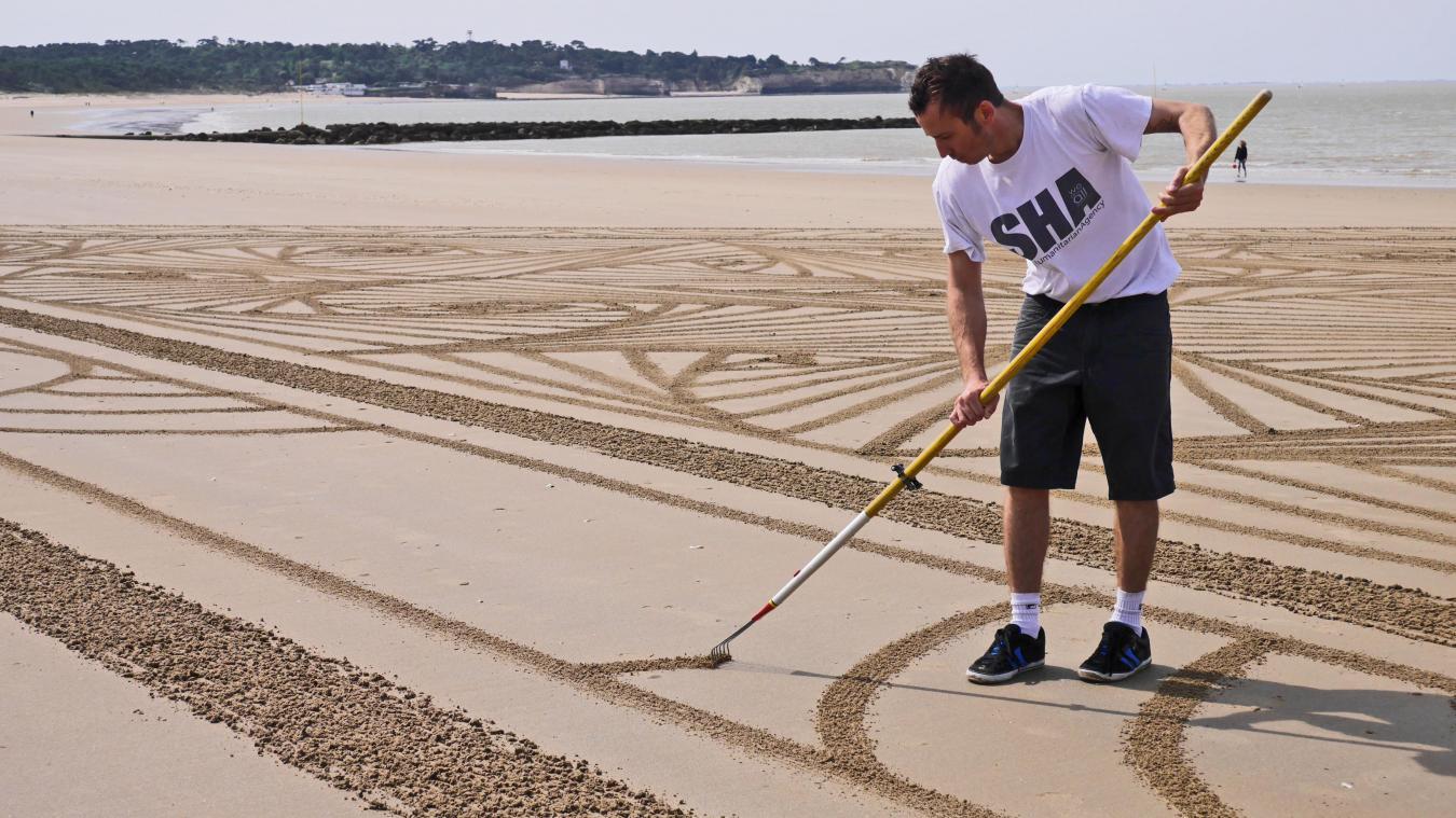 Jean-Benjamin est l'un des trois artistes français à faire du beach art.