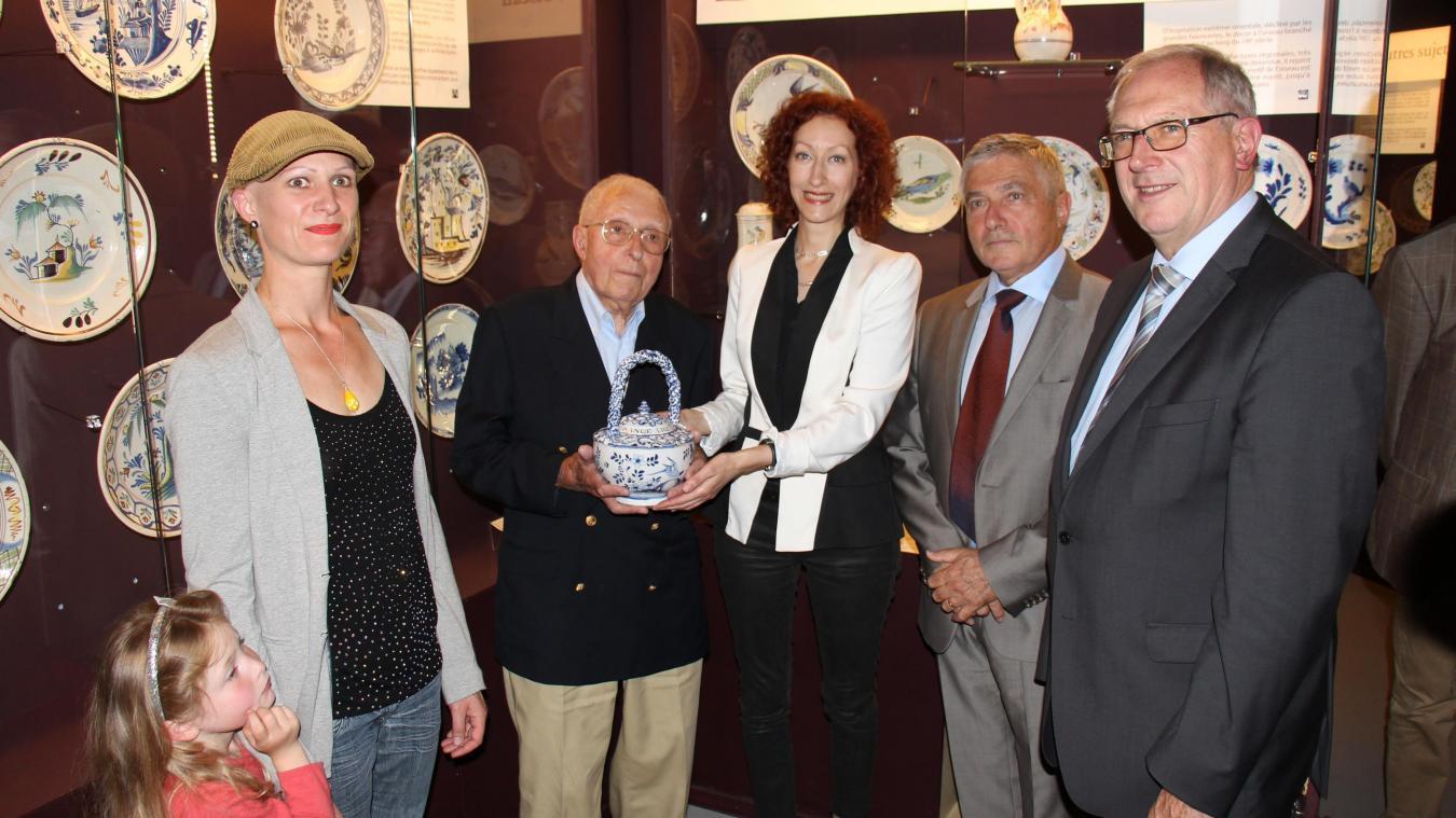 En 2016, Claude Fourmaintraux offrait au Musée de la Céramique une chaufferette datant de 1754.