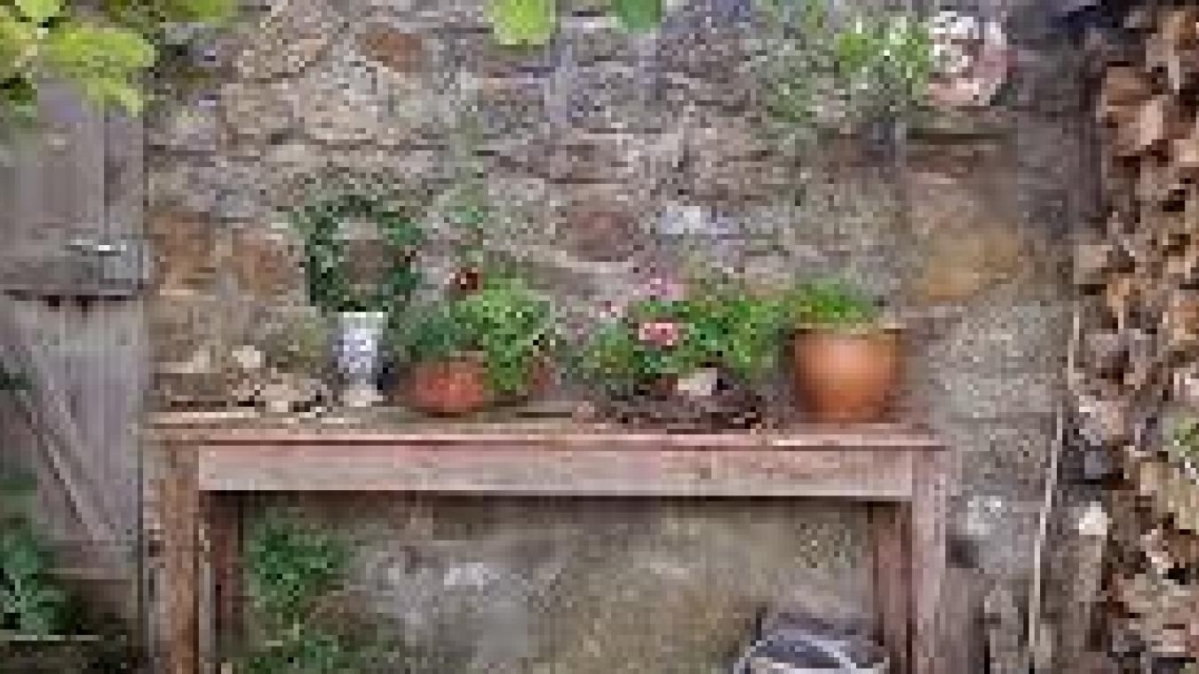 L'homme volait des vasques et statues de jardin pour les revendre en ligne.