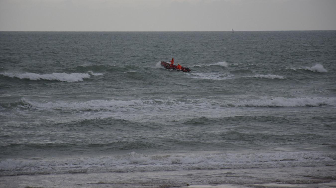 L'embarcation des sauveteurs côtiers, avec le concours des sauveteurs de la SNSM, a permis de sauver trois pêcheurs.