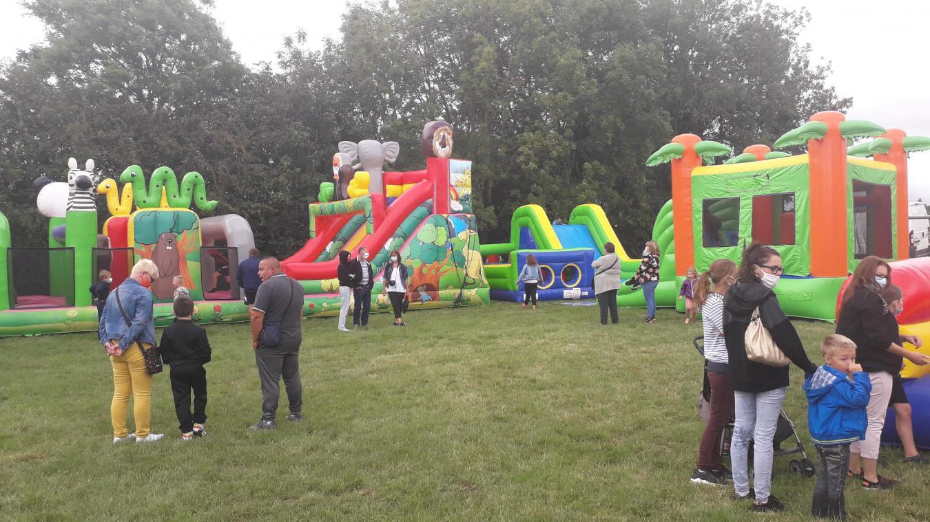 Les enfants se sont donnés à cœur joie dans les structures gonflables. Des balades avec un âne étaient aussi organisées.