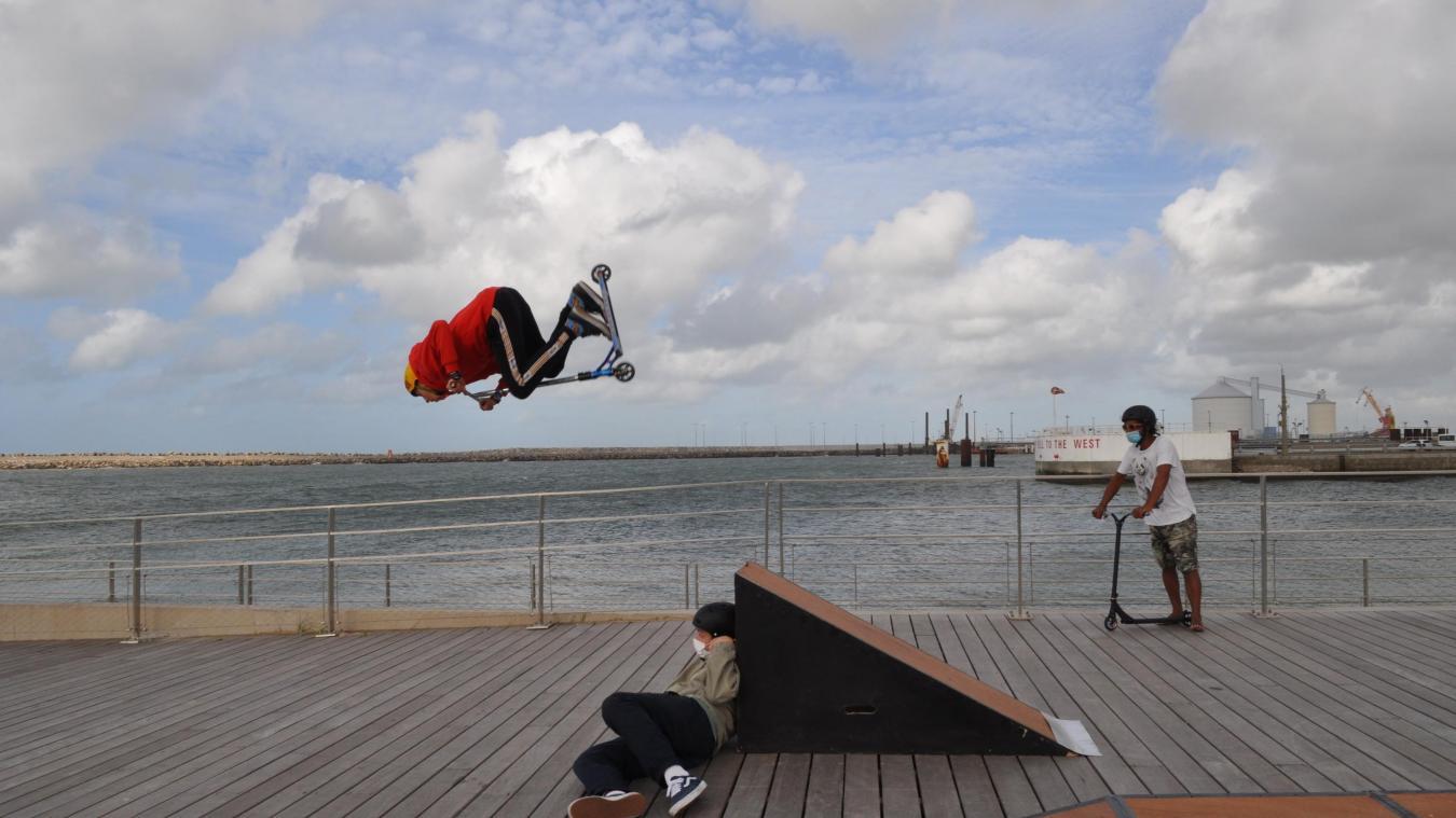 Les trottinettes s'invitent à la plage de Calais pour initier les plus jeunes