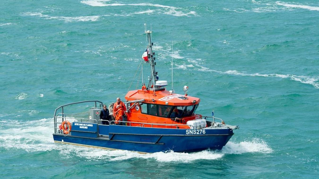 La vedette de 2 e  classe SNS 276 Notre Dame-des-Flandres de la société nationale des sauveteurs en mer (SNSM) de Gravelines a porté assistance aux huit migrants en difficulté.
