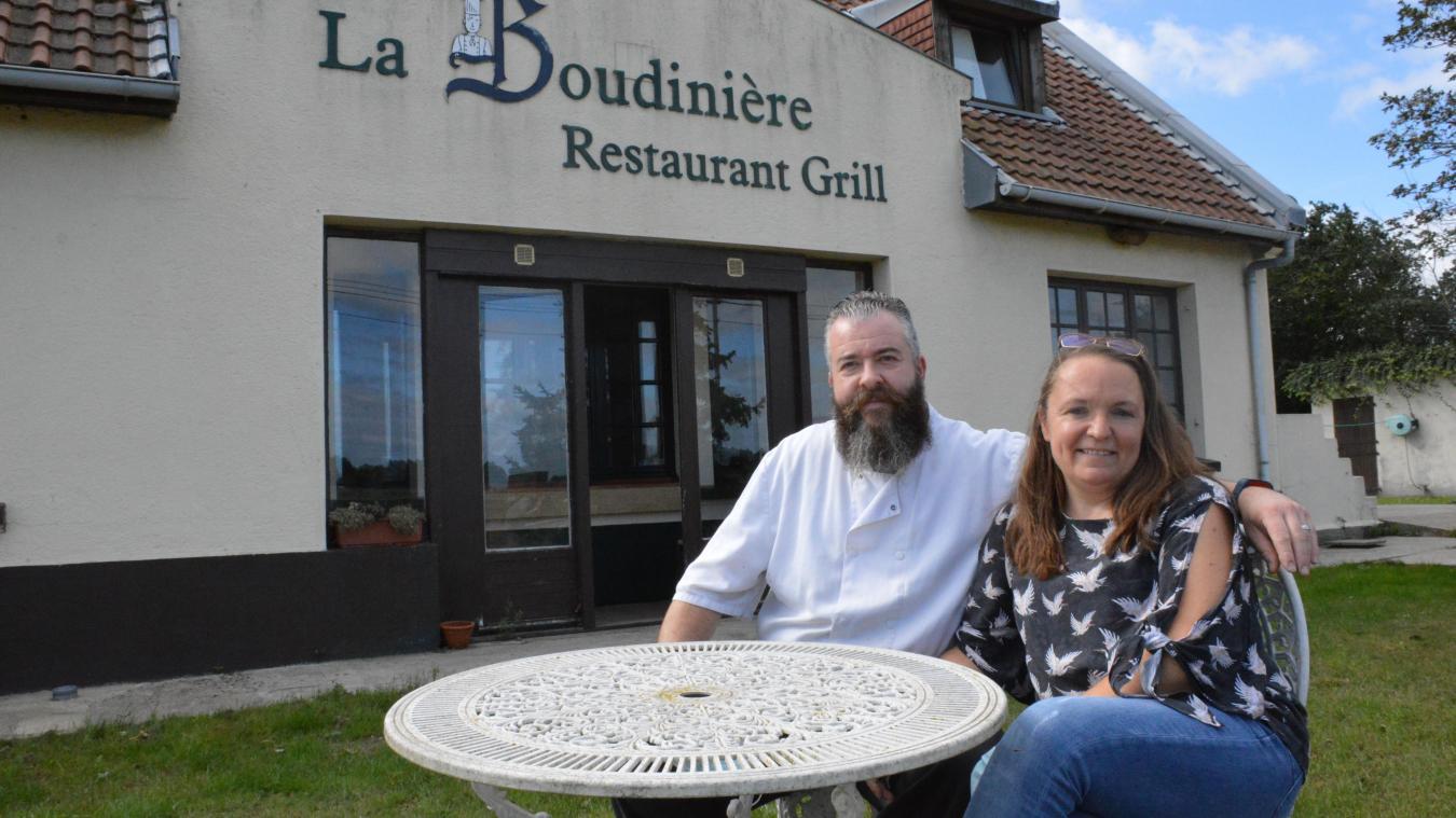 Sébastien, 45 ans, et Delphine Boudein, 48 ans, sont respectivement gérant et salariée du restaurant La Boudinière, et sont présents depuis son ouverture il y a 22 ans.