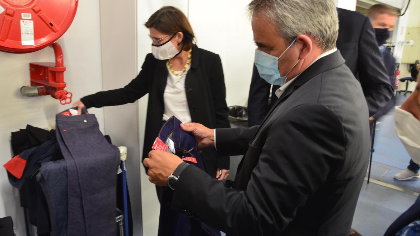 La fabrication de jeans a été présentée à Xavier Bertrand mardi.