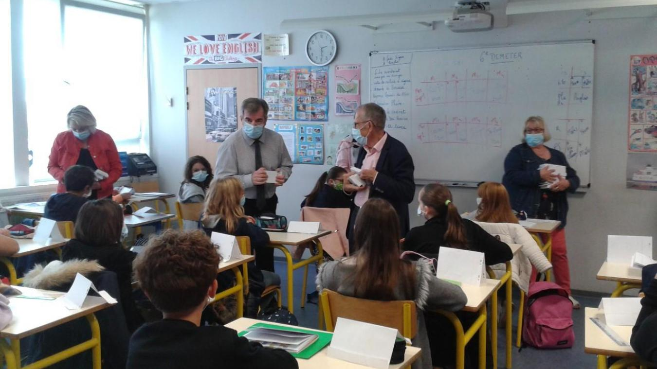 Les calculatrices ont été offertes le jour de la rentrée. Ici au collège Jean-Jaurès d'Aire-sur-la-Lys.