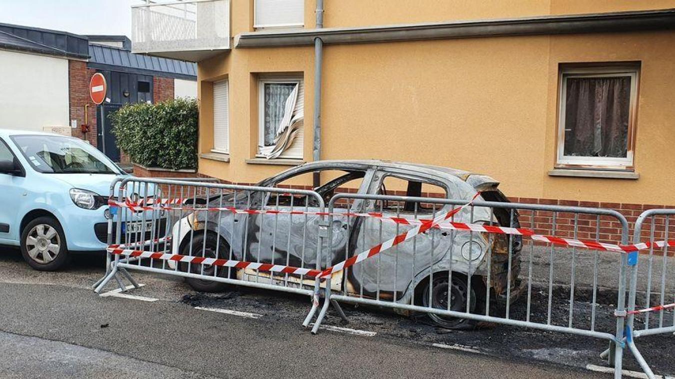 Le véhicule a été totalement détruit par les flammes