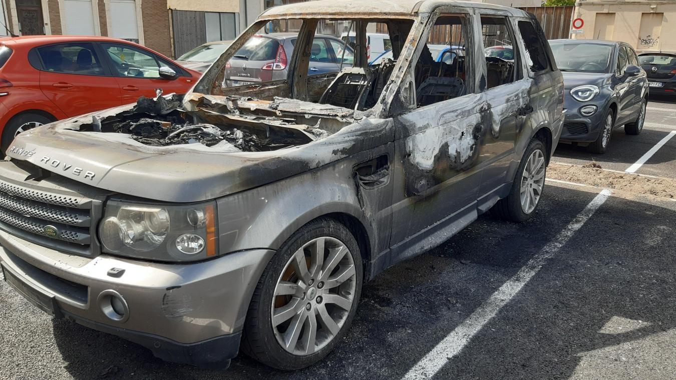 Le véhicule a été totalement détruit rue Verte.