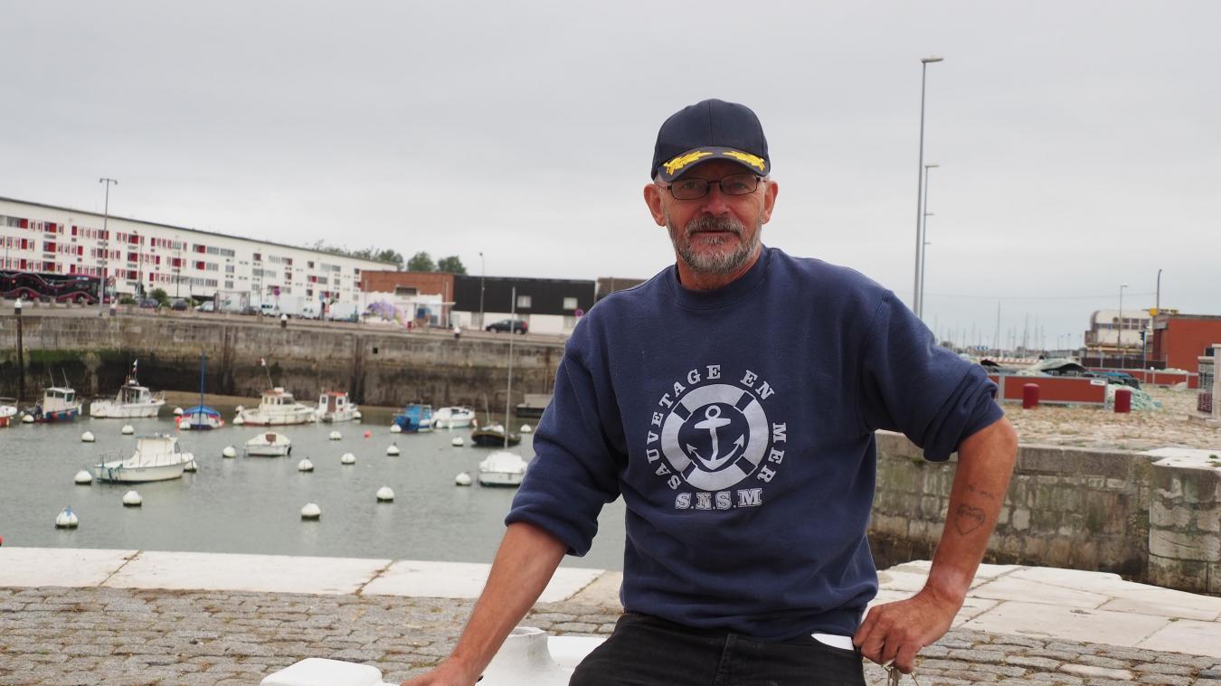 Régis Holy alias la grenouille, sur les quais de Calais qu'il connaît parfaitement. Il a également été instructeur à la préparation militaire durant 20 ans.