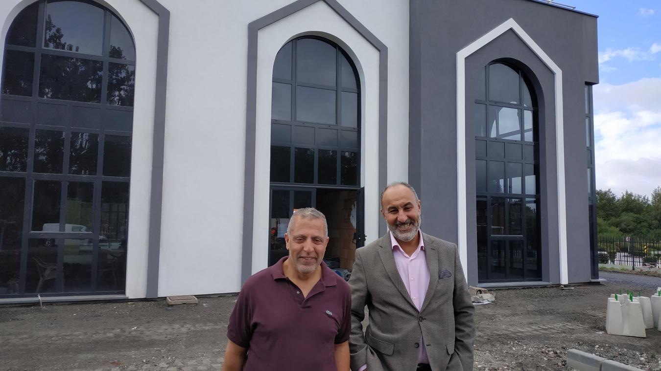 Séddek Nemmiche et Nordine Bourras gèrent la construction de la grande mosquée.