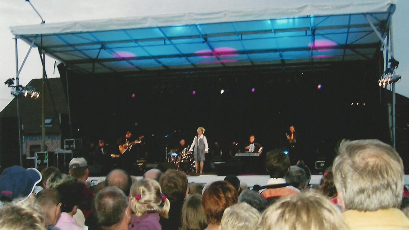 Annie Cordy était venue chanter à La Gorgue en 2005.