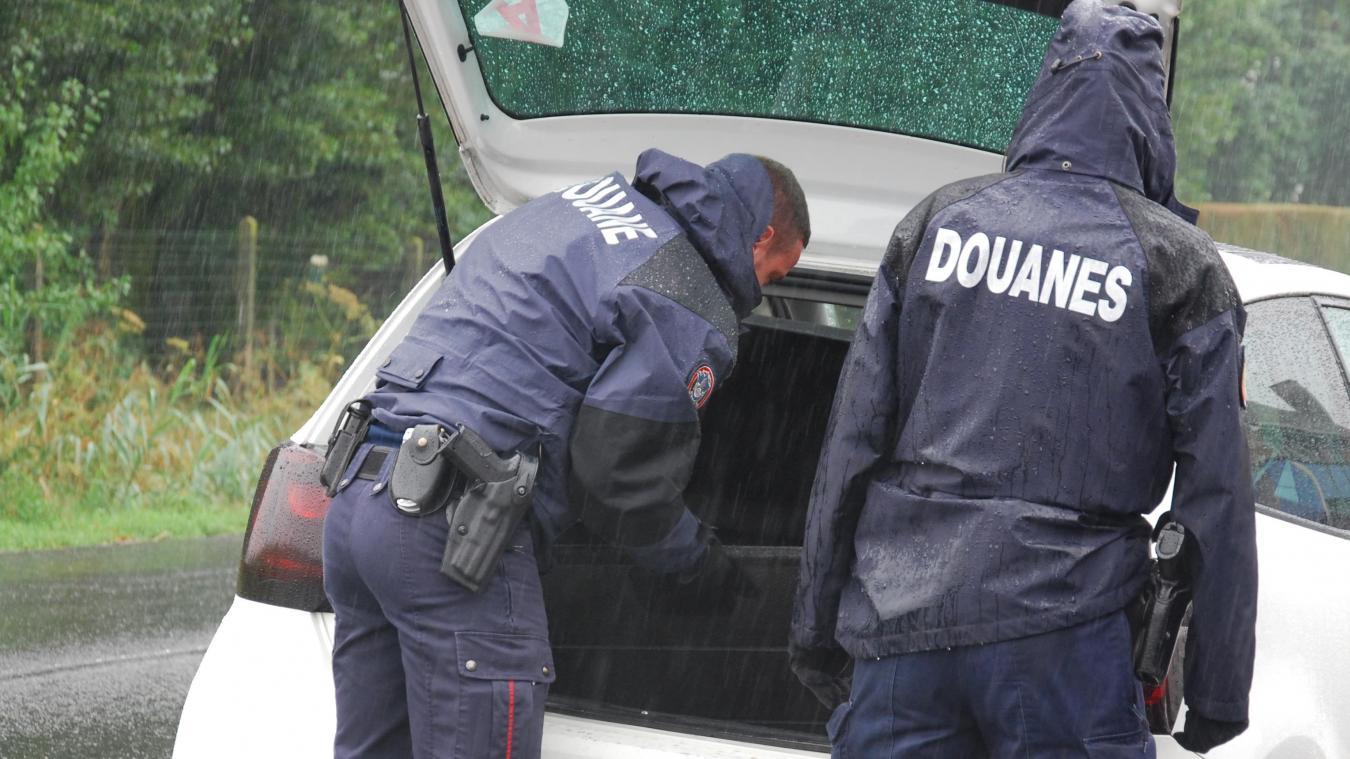 Les faits se sont produits le 1 er  septembre. Ce sont les douanes de Saint-Omer qui ont arrêté un véhicule après que le conducteur a refusé d'obtempérer. (Photo illustration)