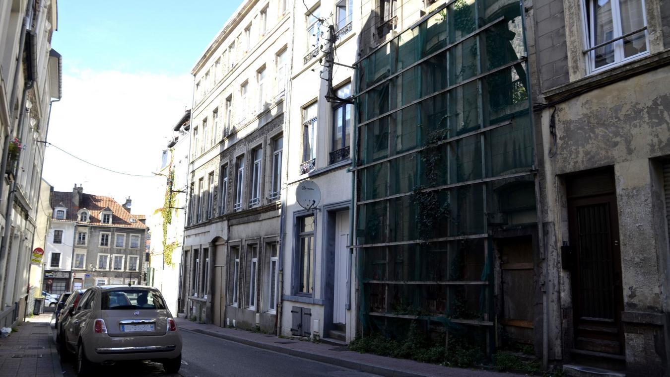 La façade de la rue Simoneau affichait un panneau « Vendu » depuis quelques temps. Il s'agirait de l'œuvre de plaisantins.