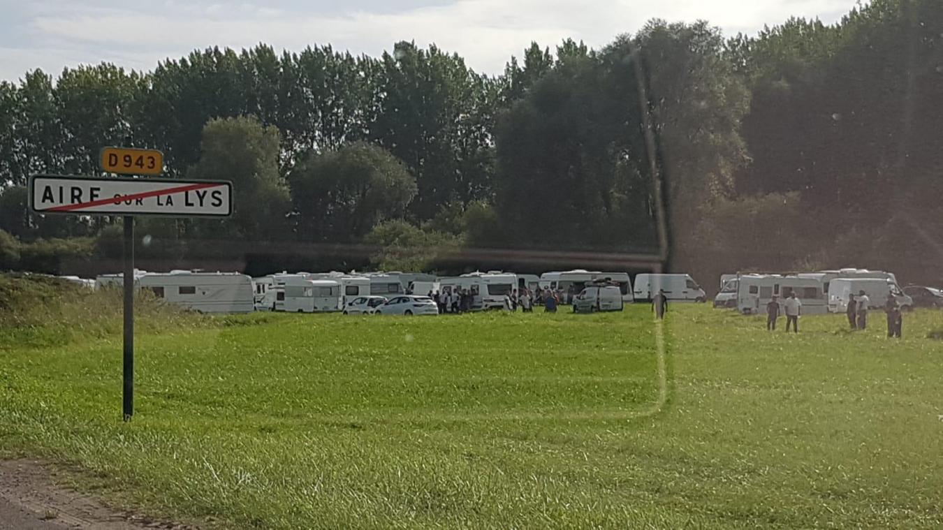 Aire-sur-la-Lys: Des dizaines de caravanes de gens du voyage sont arrivées