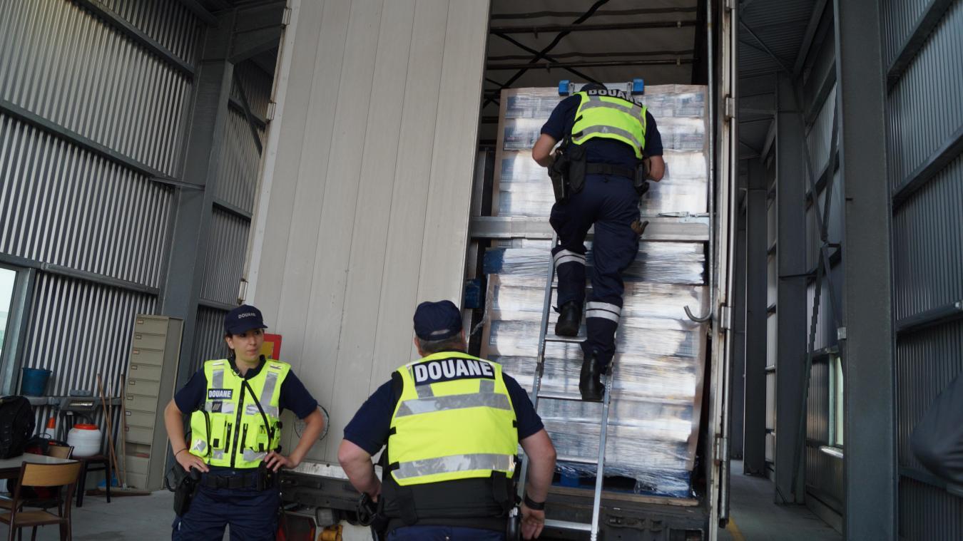 Dans son camion, l'homme transportait 1 320 tonnes de cigarettes de contrebande.