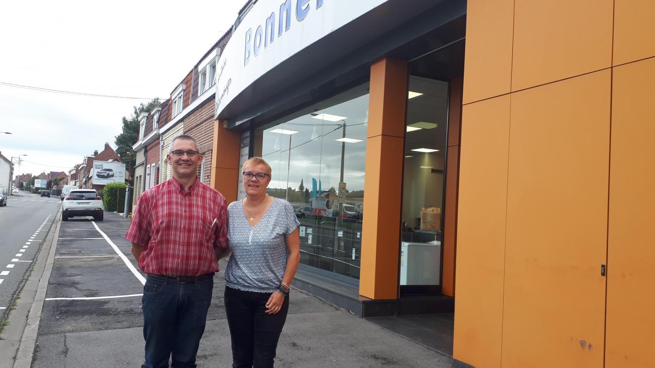 Jean-François et Isabelle Bonnel ont convié d'autres commerçants à s'installer devant leur magasin le temps d'un week-end.