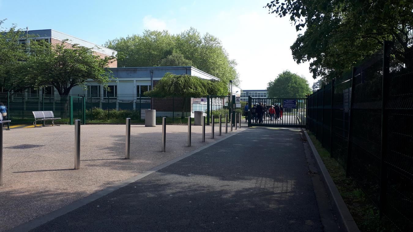 15 personnes qui ont été en contact avec l'élève ont été isolées.