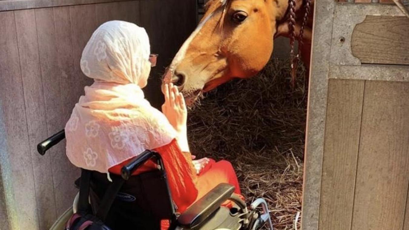 Si la vie n'a pas vraiment souri à Audrey, elle peut compter sur le soutien indéfectible de ses proches, ainsi que de Peyo, un cheval rencontré il y a deux ans.