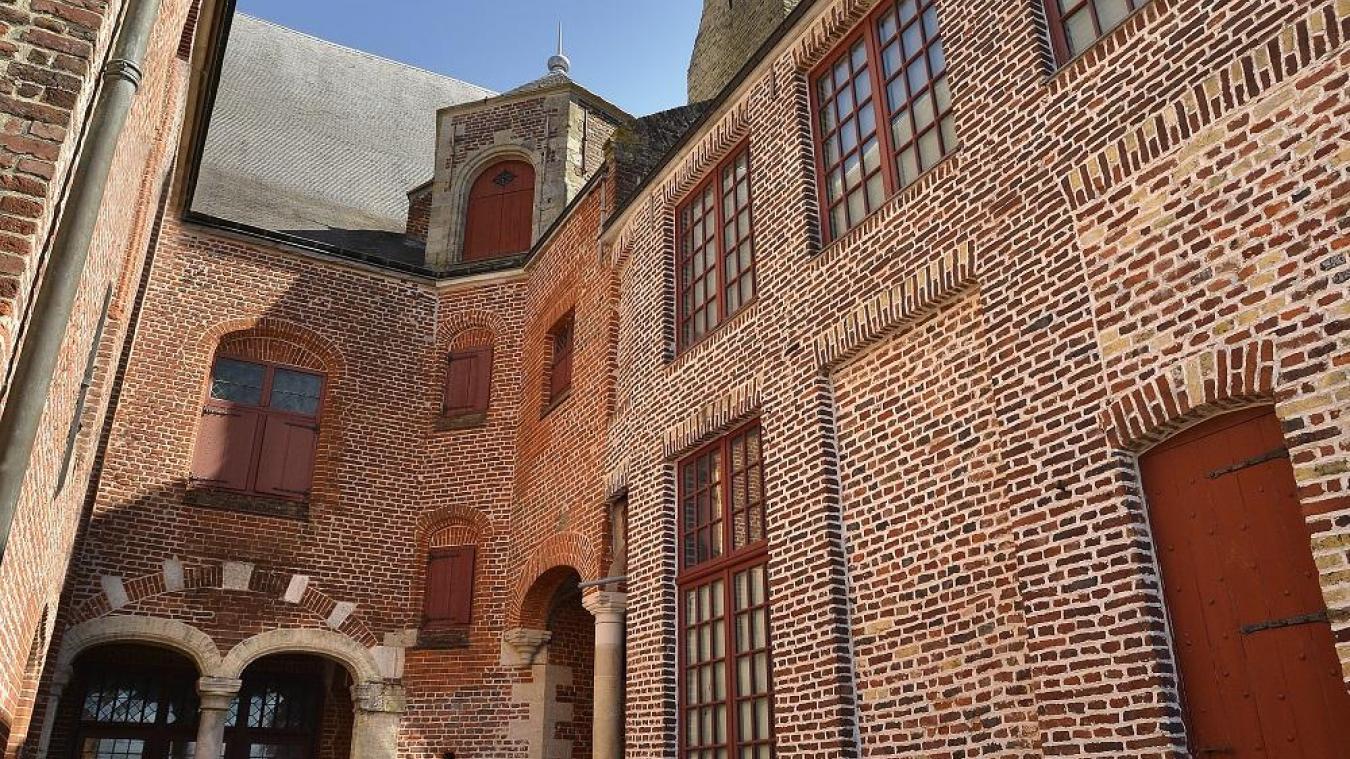 Venez découvrir et explorer entres amis ou en famille l'Hôtel de la Noble Cour de Cassel.