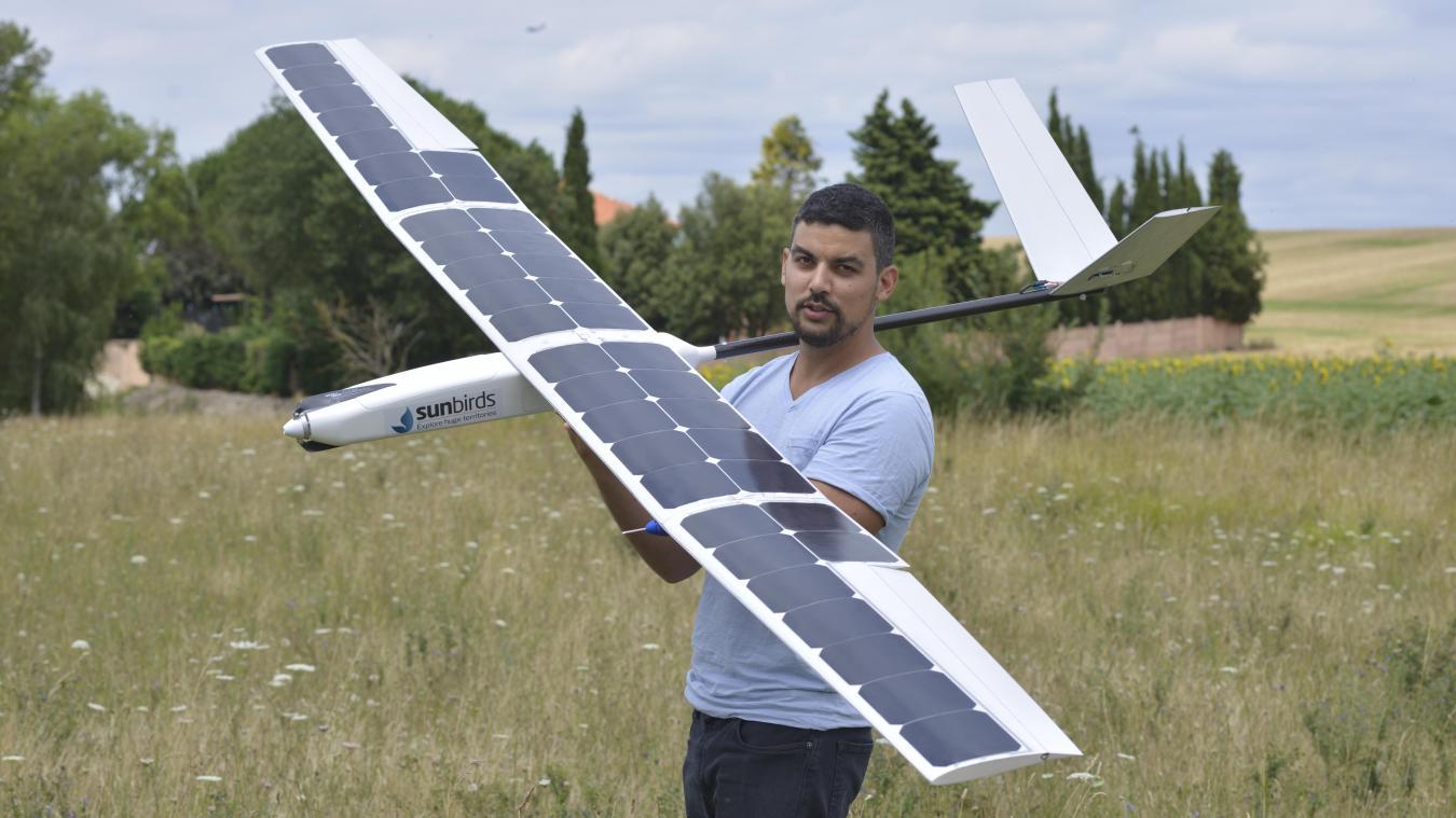 Le drone, qui fait 3 mètres d'envergure, sera lancé par Laurent Rivière, le président de l'entreprise, et son équipe, depuis la plage de Sangatte vers 13 heures, si les conditions météo sont favorables.