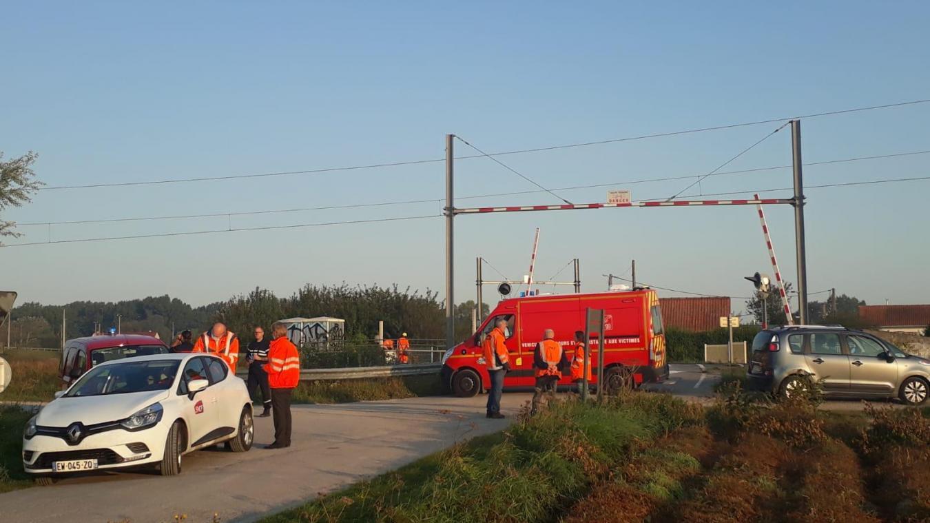 L'accident s'est produit à proximité du passage à niveau sur la commune de Guemps.