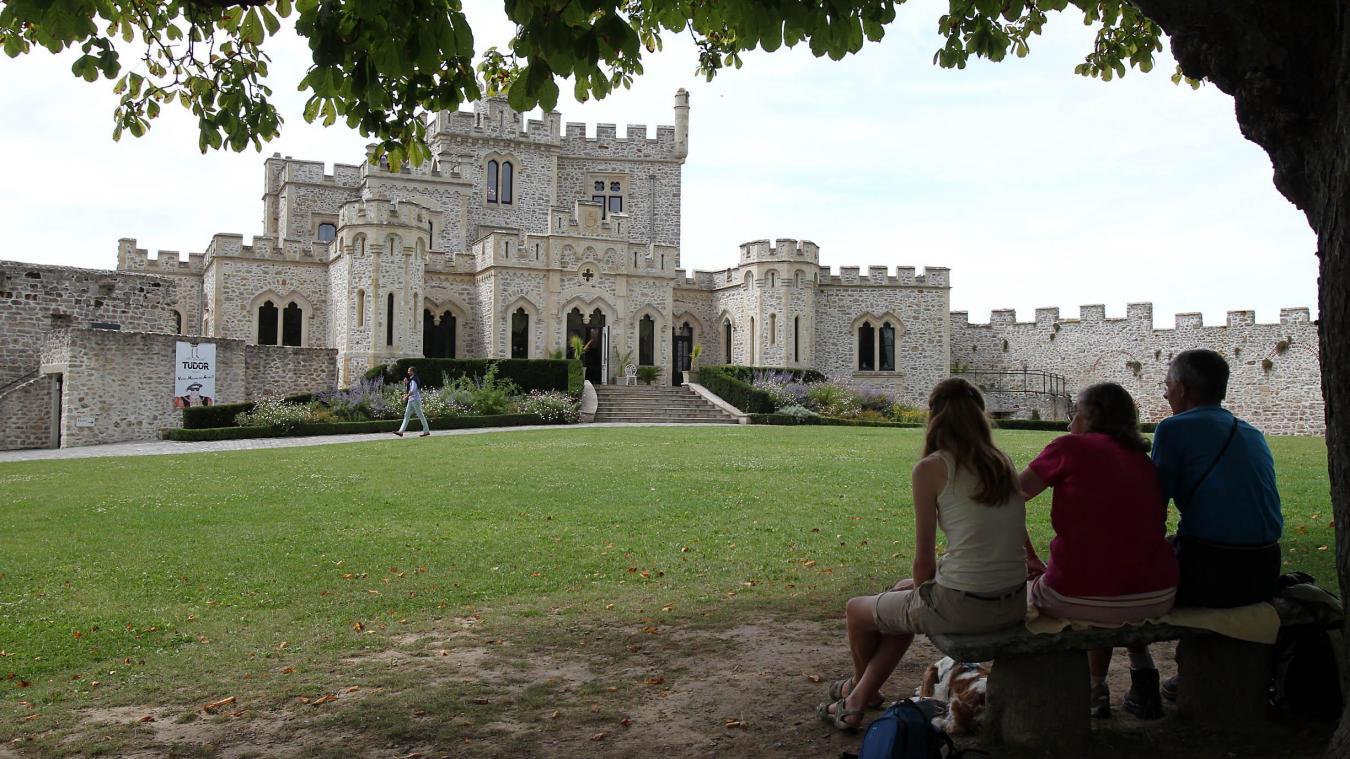 Les visites du château continuent toutefois (réservation obligatoire).