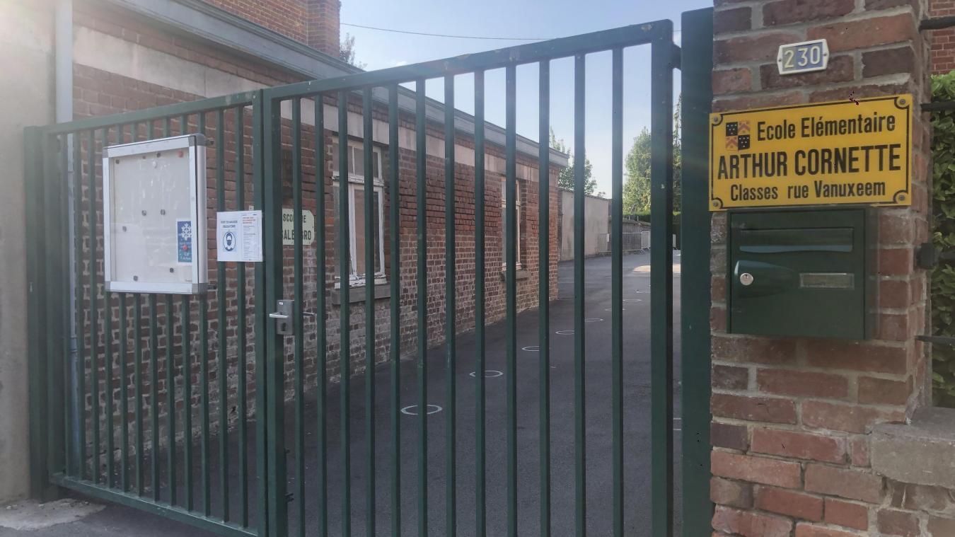 À Nieppe, les trois classes de CM de l'école Roger Salengro (groupe scolaire Arthur Cornette) ont été fermées et placées en quatorzaine.