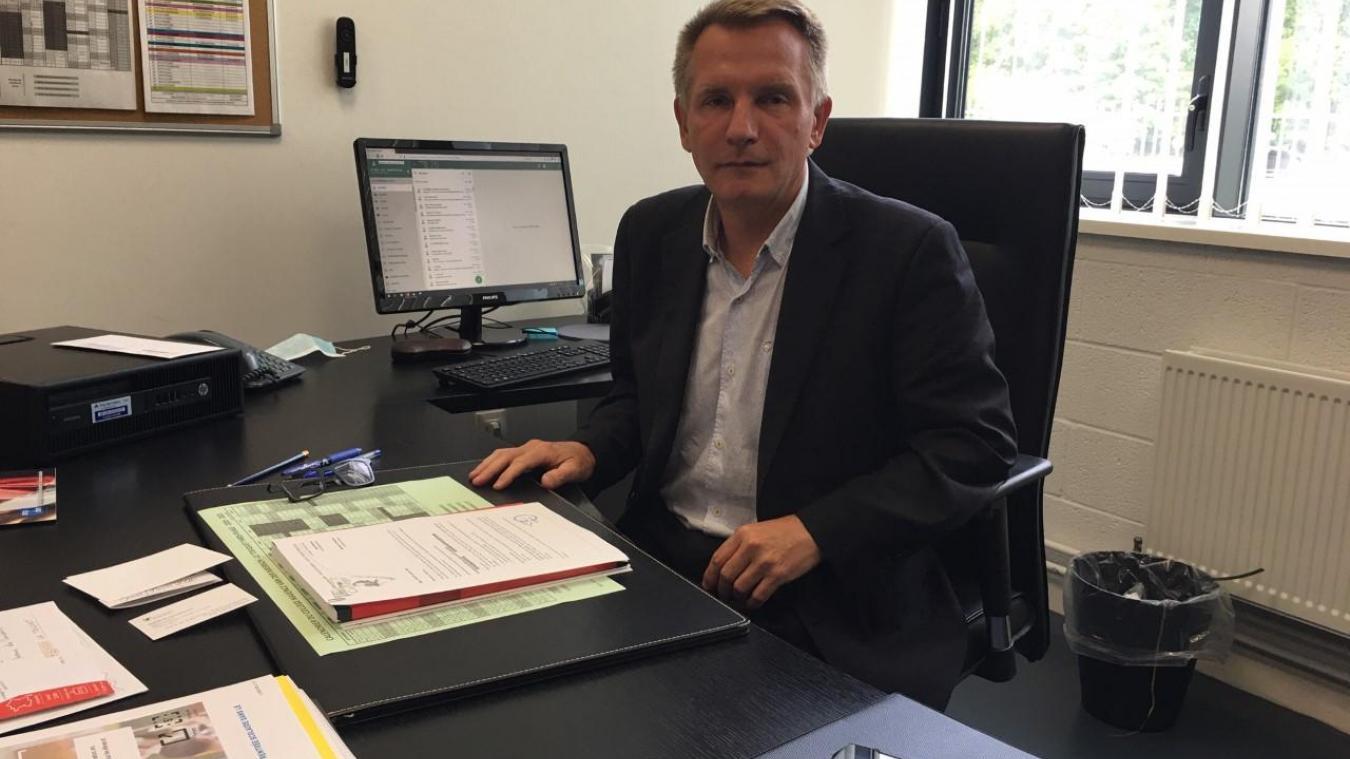 David Degouve, ici dans son tout nouveau bureau de principal du collège Maxence Van der Meersch. Il est épaulé par Monsieur Fourquet, principal adjoint.
