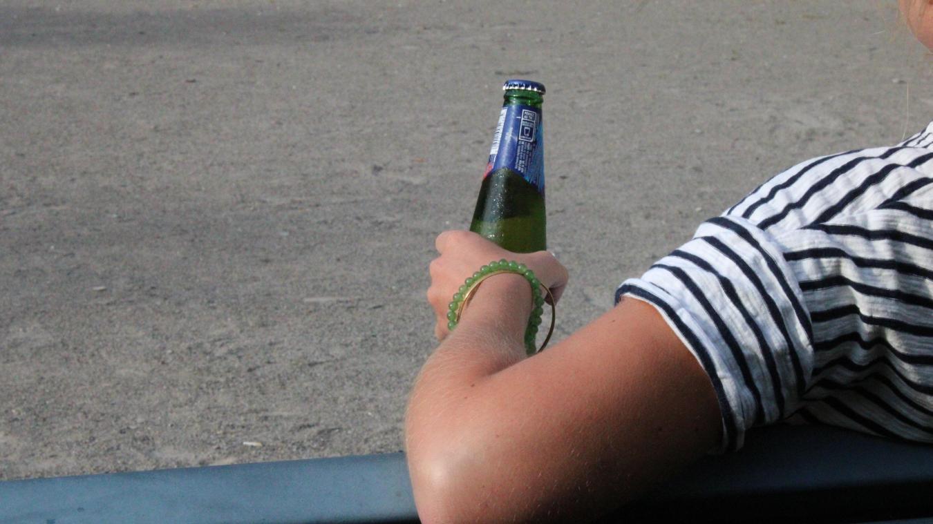 La consommation d'alcool sur la voie publique est interdite entre 17h et 8h, depuis hier.