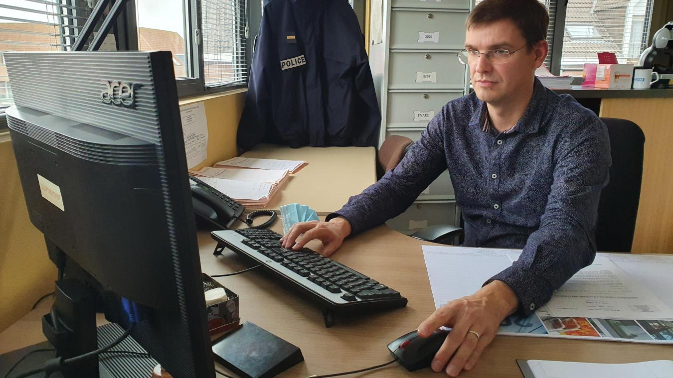 L'officier de police judiciaire Mickaël Menet est le référent vol par ruse pour la circonscription de Dunkerque.