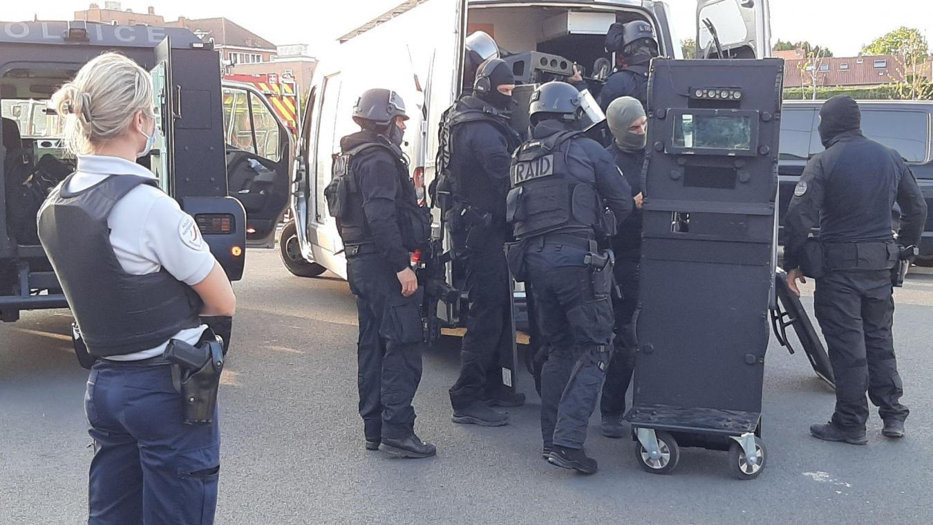 Actualisé – Auchel: un homme menace de tout faire sauter, les renforts du Raid sur place(vidéos et photos)