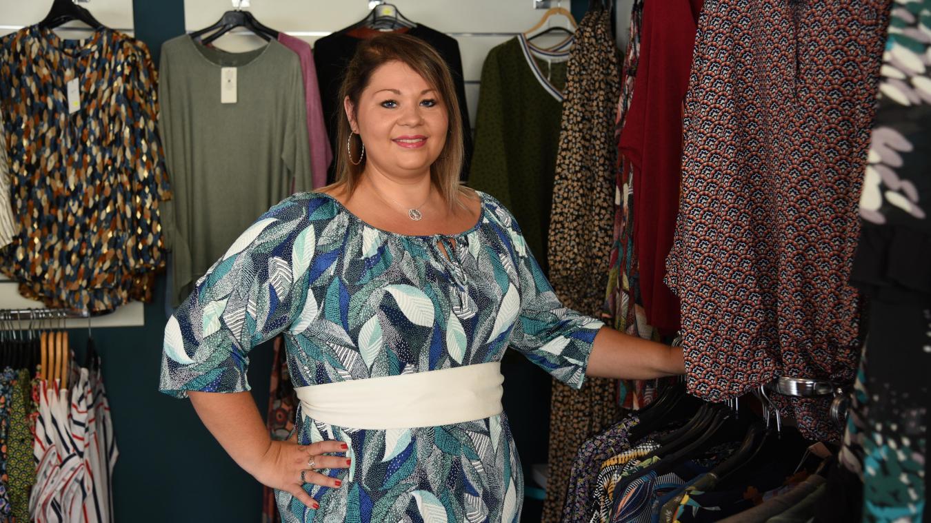 Camille Lesage travaille à la boutique Les Jolies Rondes.