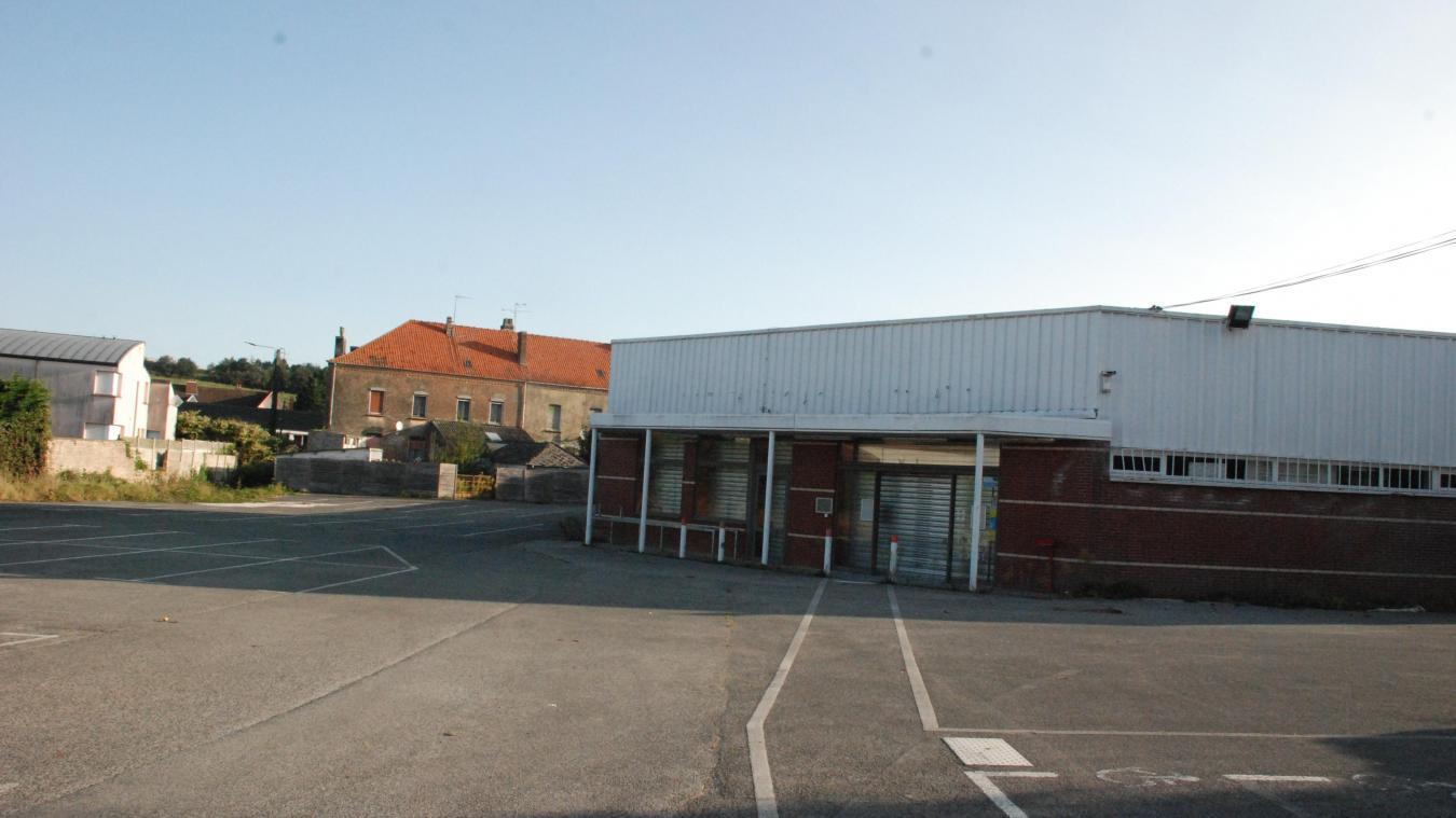 L'ancien magasin Leader Price et son parking pourraient accueillir ce complexe socio-culturel.