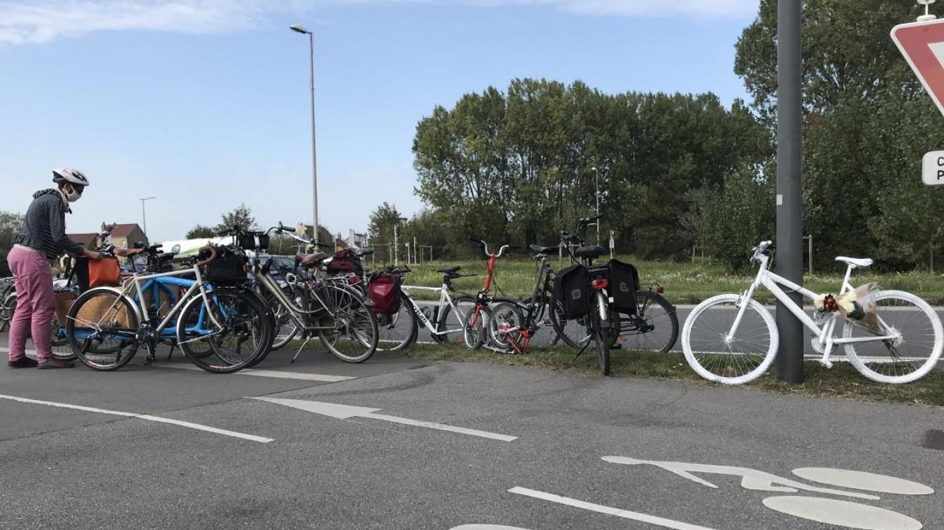 Les cyclistes ont d'abord déambulé de la Communauté urbaine de Dunkerque jusqu'au rond-point du Kruysbellaert.