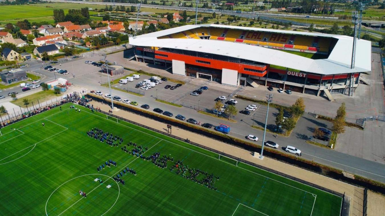 Calais: le terrain synthétique du stade de l'Epopée a été inauguré