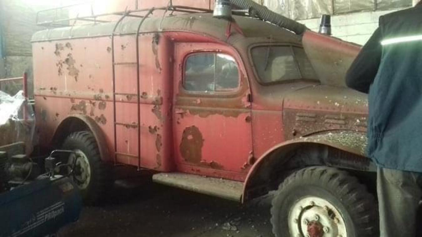 La commune a décidé de vendre un ancien véhicule de pompier à un passionné de voitures anciennes.