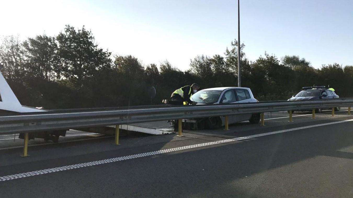 Les dépanneurs ont pris en charge les véhicules accidentés avant 9h30 pour dégager la voie le plus rapidement possible.