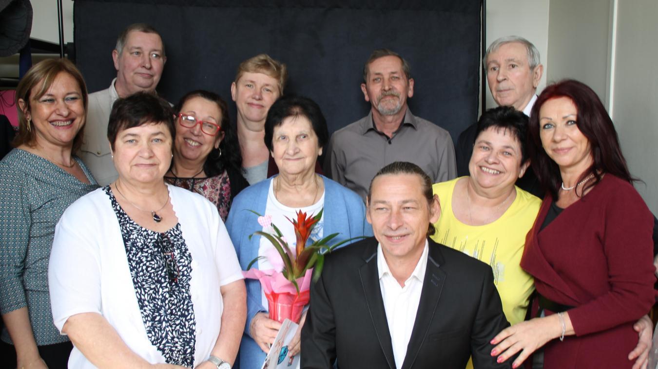 Marguerite Decroo entourée de ses dix enfants lors d'une fête de famille en 2016.