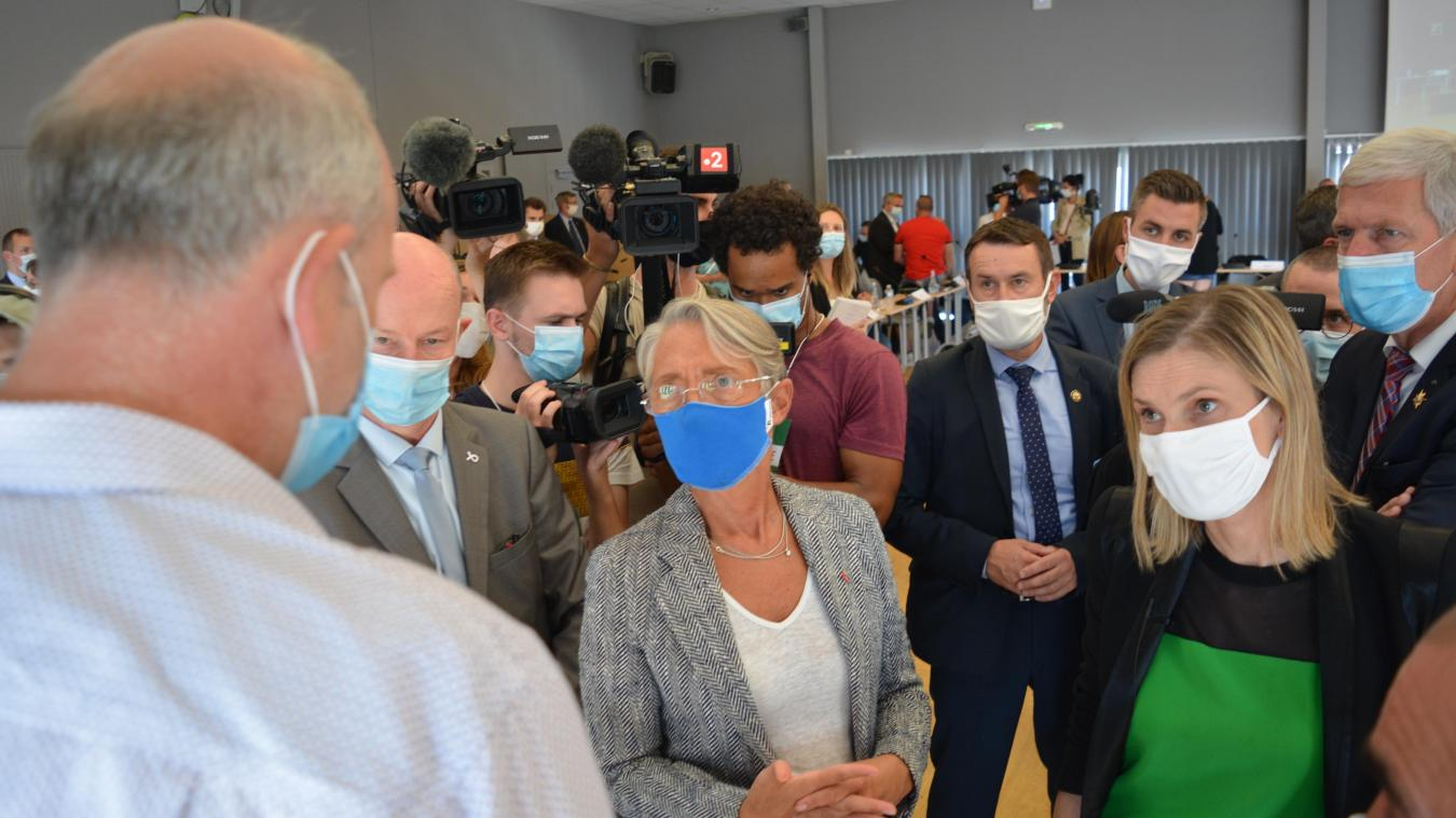 Les ministres du Travail et de l'Industrie ont l'oreille des salariés. Dans trois semaines, il faudra du concret (Photos S.Hameau et F.Guillout).