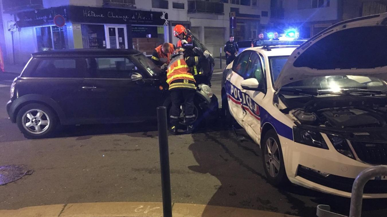 Calais: deux voitures dont une de police se percutent place d'Armes