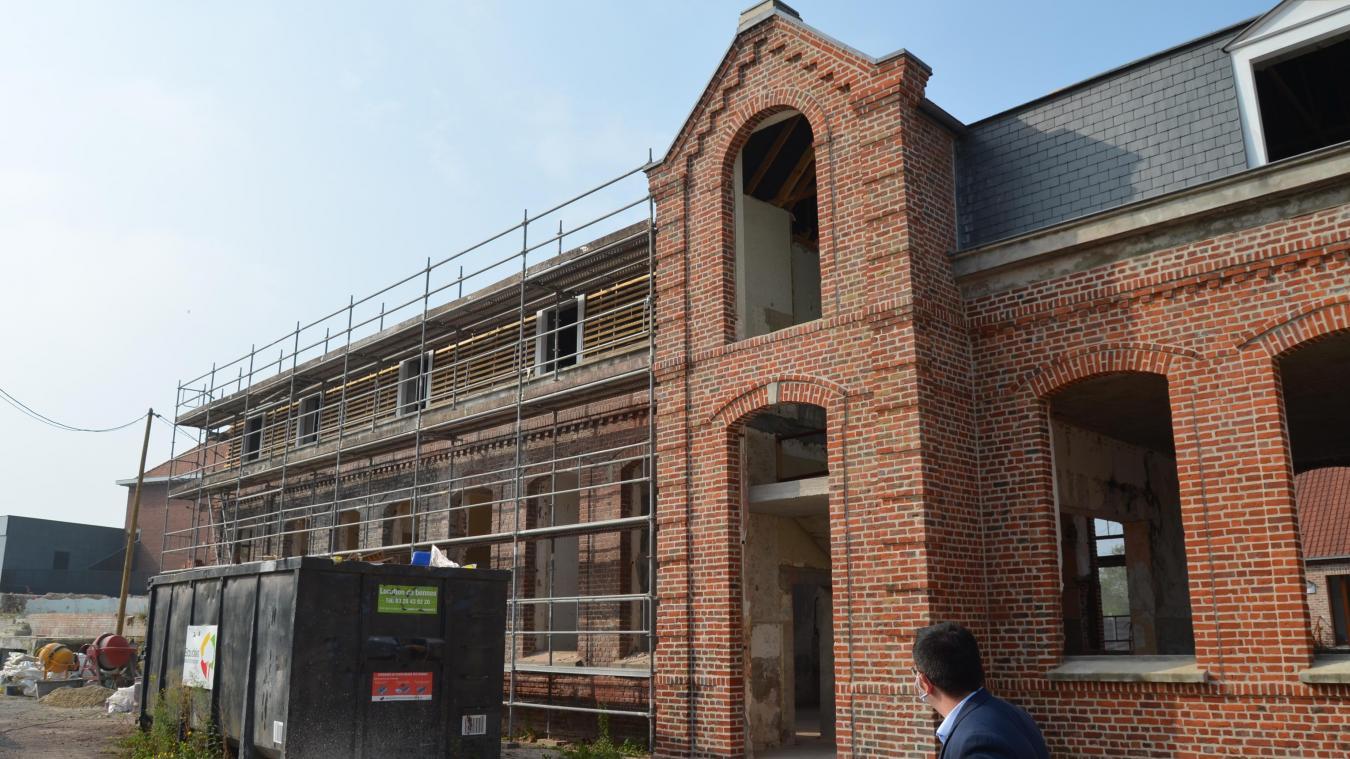 La résidence accueil de la Vie Active prend forme. Les briques, de la moitié du bâtiment accueillant les futurs logements, sont restaurées.