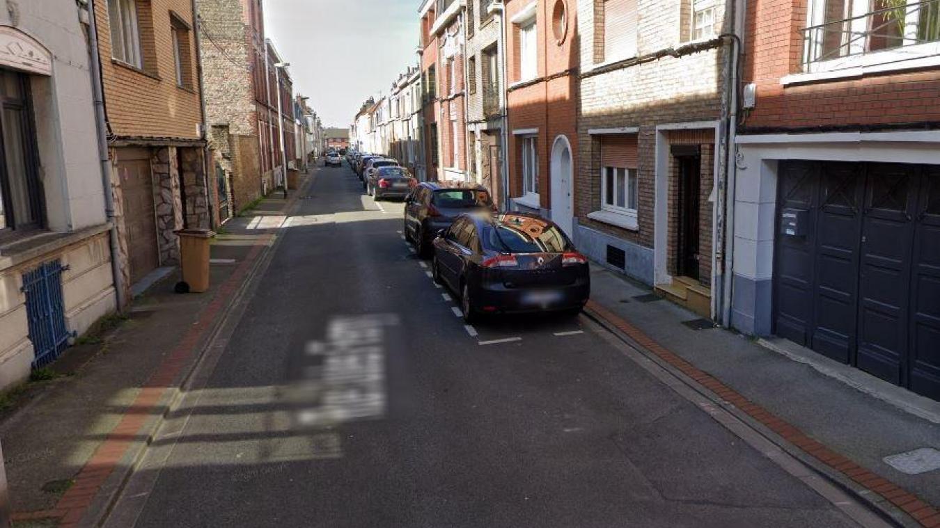 Les faits se sont déroulés au domicile de la victime, rue Jules-Ferry.