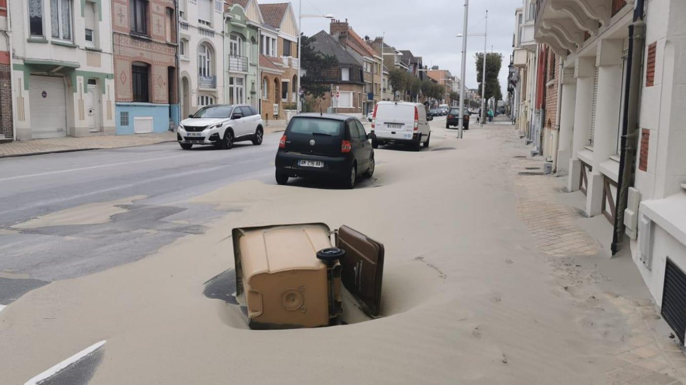 Ce samedi 26 septembre, quelques portions de l'avenue de la Mer se retrouvent sans trottoir.