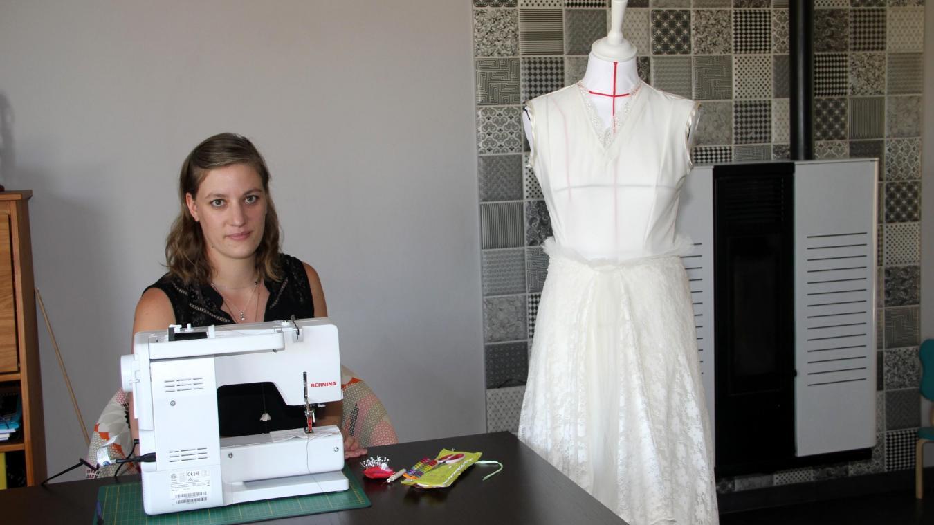 Pauline Caeyseele est styliste et couturière. Le mannequin porte l'une de ses créations, qui lui a valu un 19/20.