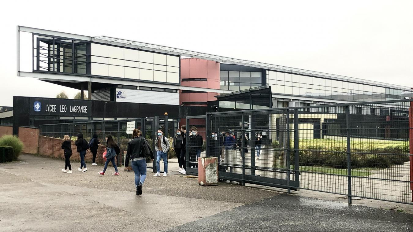 L'établissement accueille 1 100 élèves.
