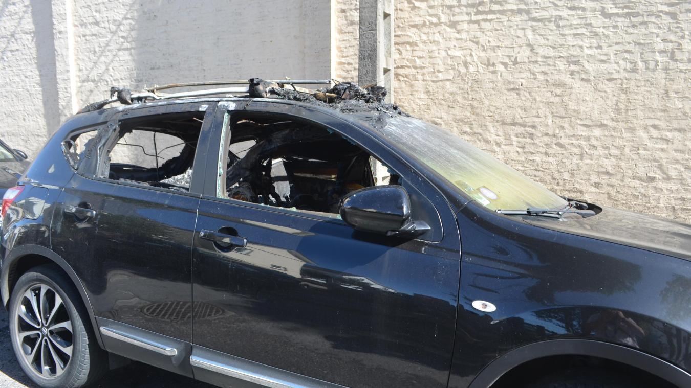 Récemment dans la rue des Frères Mozer, un véhicule a été cassé et incendié. Comme des dizaines d'autres au cours des dernières semaines.