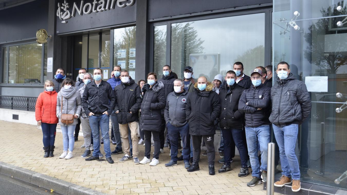 Les salariés se sont réunis devant les bureaux du mandataire, maître Ruffin.